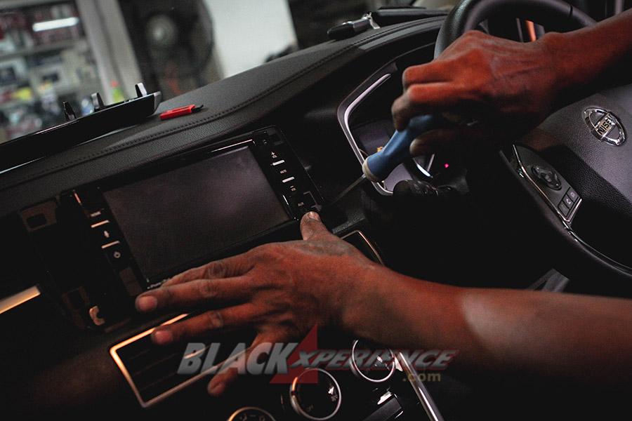 Upgrade Head Unit, Headrest Clip On dan Security Cam pada  All New Nissan Livina VL