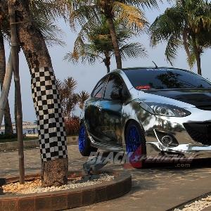 Tampilan depan Mazda2 street racing