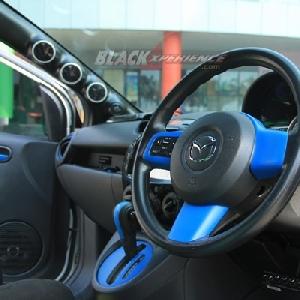 Kombinasi dua warna pada bagian interior
