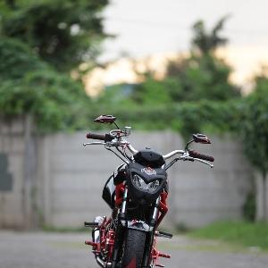 Lampu depan kepunyaan Yamaha Byson dibungkus cover bertema street fighter