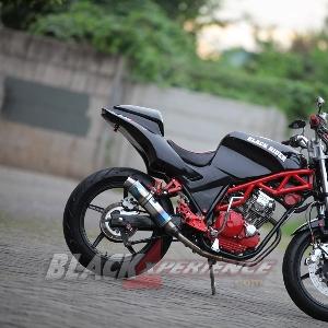 Sisi samping Yamaha Scorpio street fighter
