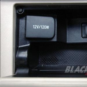 Slot USB Di Konsol Tengah Pengemudi