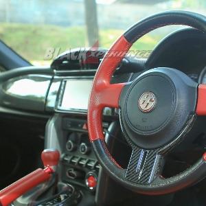 Interior dipadukan dengan carbon fiber
