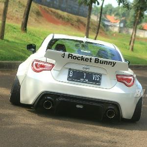Sisi belakang sang Rocket Bunny
