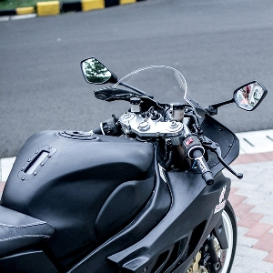 Modifikasi Ninja ZX-7: Racing  Look yang Modern