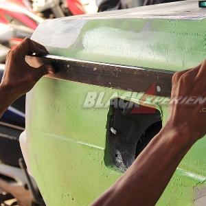 Aktivitas mekanik Glow Auto ketika di bengkel