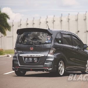 Modifikasi Honda Freed 2012  Kental Aura Sporty nan Elegan