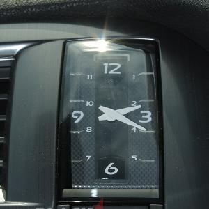 Fitur jam klasik dan start button