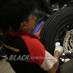 Memastikan roda belakang terpasang dengan baik