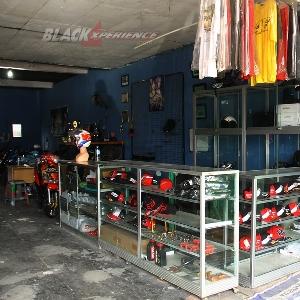 DI DOnz Autobodywork juga menjual merchandise