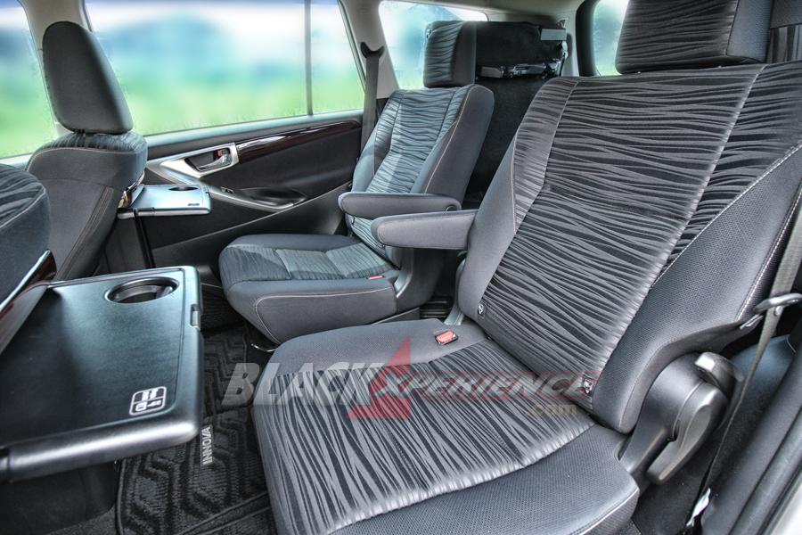 Jok baris kedua model captain seat
