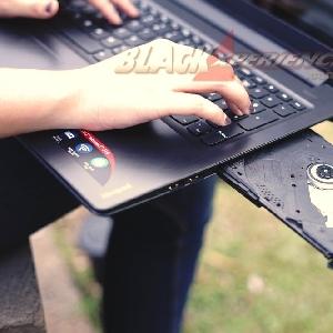 Meski ramping Ideapad 310 tetap dibekali optical drive