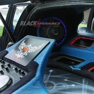 Perangkat audio bersanding dengan perangkat DJ Pioneer