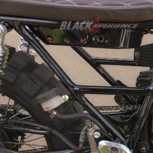 Sasis di-custom menyesuaikan model tracker