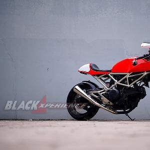 Tampak samping Ducati Cafe Racer