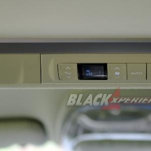 Tombol pengatur AC belakang mewah