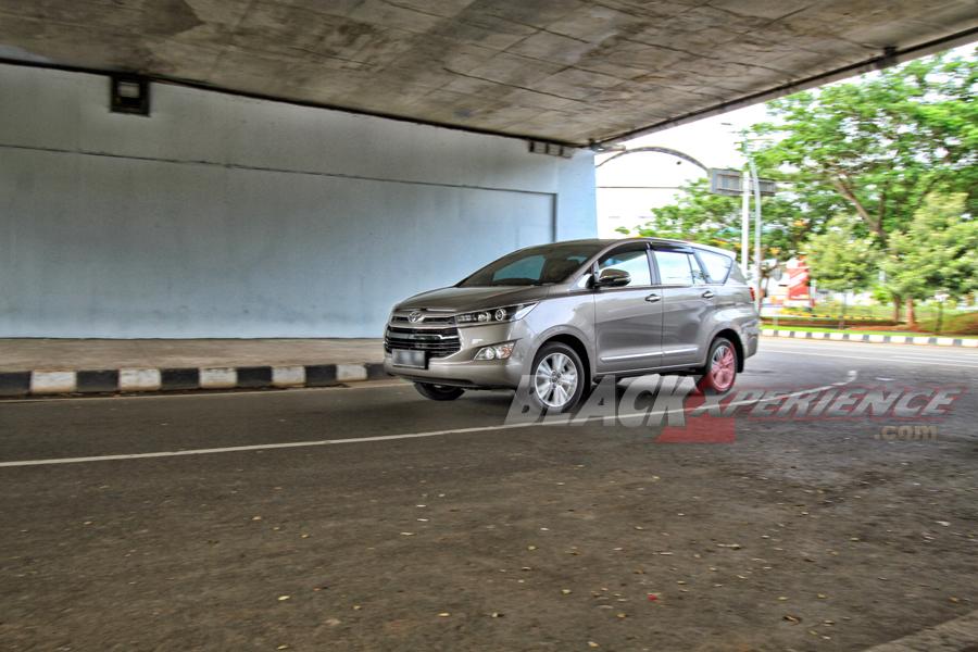Vehicle Stability Control membuat kendaraan asik diajak manuver