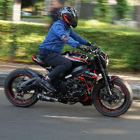 GSXR600, Black Red Inspirasi Warna Street Monster