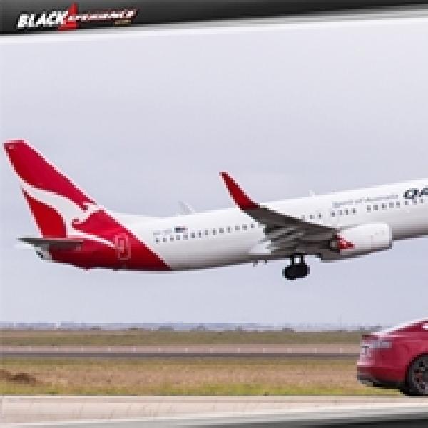 Adu Cepat Tesla P90D S dengan Pesawat Qantas, Boeing 737