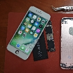 Orang ini Rakit iPhone 6s Sendiri, Semua Komponen Beli di Cina