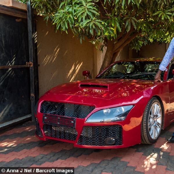 Pria Asal Afrika Berhasil Bangun Mobil Sport Sendiri