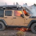 Seorang YouTuber Mengalami Kebakaran pada Jeep Wranglernya