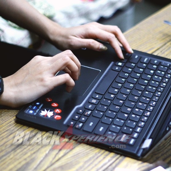 Hiburan dan Kerja Seru di Notebook Multimode Lenovo yoga 700