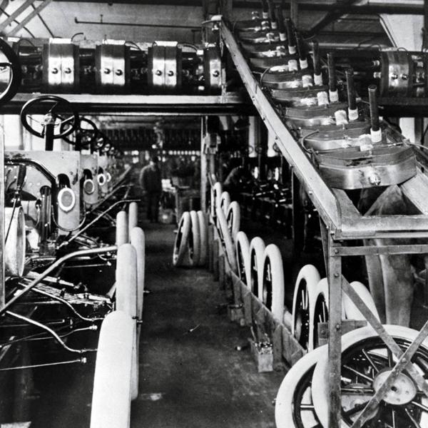 104 Tahun Lalu Ford Ciptakan Jalur Produksi Pertama