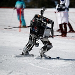 Adu Cerdik Robot Ski