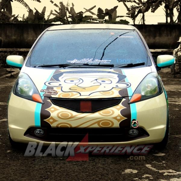 Modifikasi Honda Jazz Full Stiker Animasi