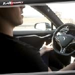 Fitur Autopilot Ternyata Bisa Merubah Tesla Jadi Mobil Tanpa Awak