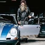Pria Berjanggut Lebat Ini Ternyata Seorang Kolektor Porsche Berkelas. Siapakah Dia?