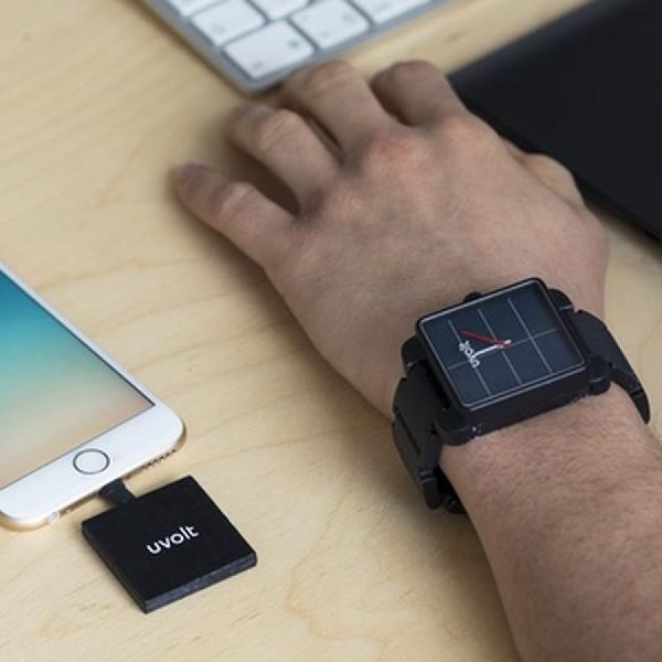 Jam Tangan Ini Bisa Isi Ulang Baterai Gadget