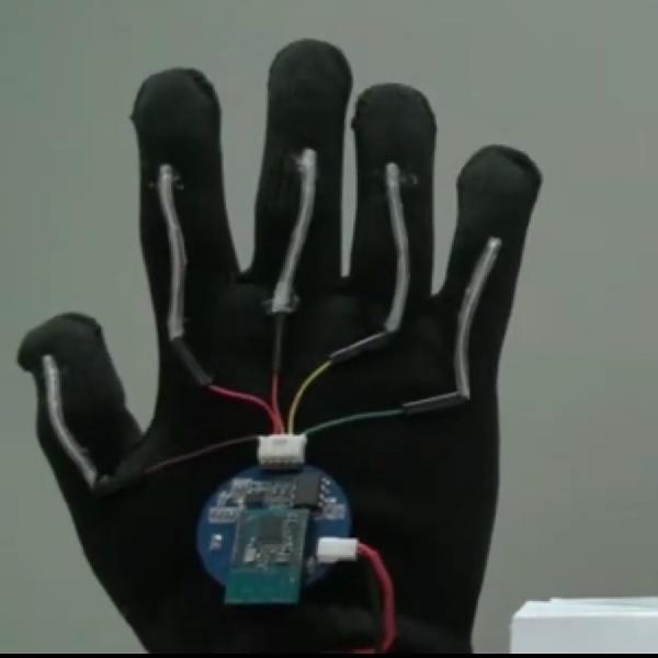 Sarung Tangan Mekanik, Mampu Menerjemahkan Bahasa Isyarat