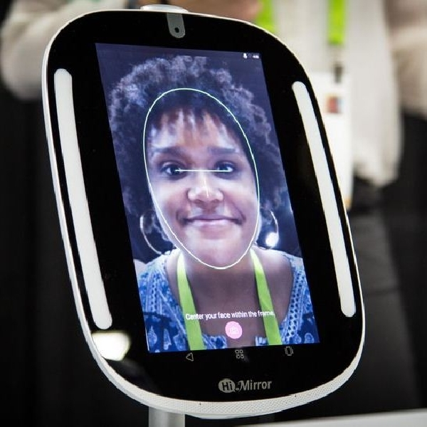 Mini HiMirror, Cermin Pintar yang Didukung Asisten Digital Alexa