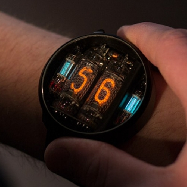 Jam Tangan ini Pakai Tabung Untuk Tunjukkan Waktu