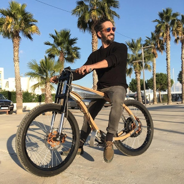 Roscie, Sepeda Listrik Bergaya Retro dari Kayu Beech