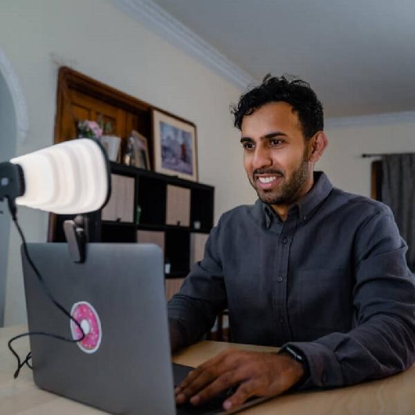 Zumy: Pro Studio Quality Light untuk Video Meeting