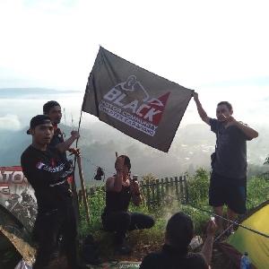 Black Dream Tour 2019 : Bendera BMC Karawang Berkibar di Bukit Pamoyaman Subang