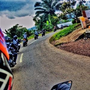 Enam Belas Motor BMC Subang Sukseskan Touring Wisata ke Batukaras Beach