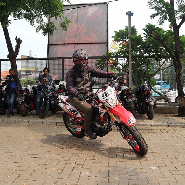 Wahana Honda Gelar Supermoto Street Modification