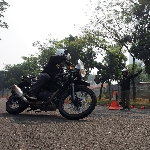 Para Rider Royal Enfield Timba Ilmu Safety Riding