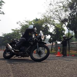 Para Rider Royal Enfield Timba Ilmu Safety Riding
