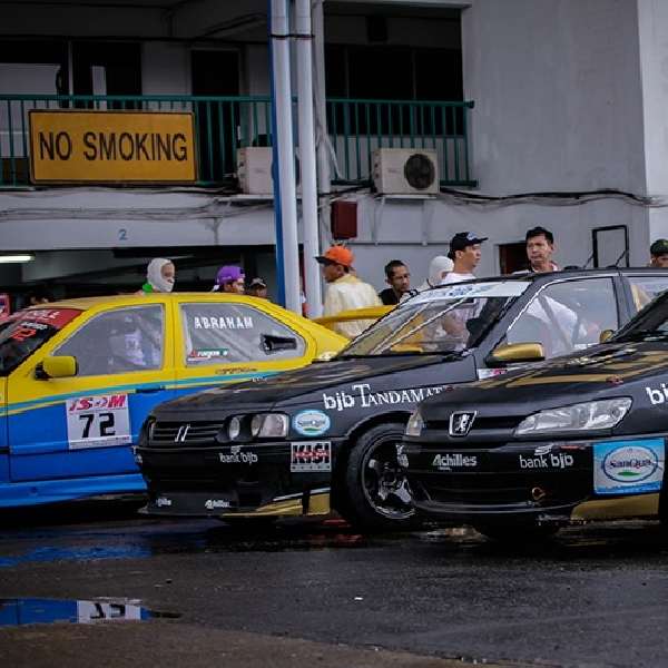Indonesia Peugeot 306 Community Dukung Pebalapnya di ISSOM 2017