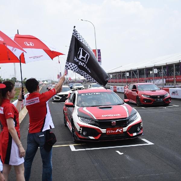 Komunitas Civic Type R Jajal Sirkuit Jalan Raya BSD Grand Prix
