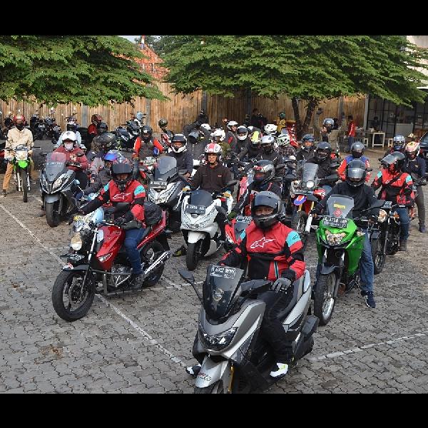 Touring FORWOT 2019 Bagikan Puluhan Helm Berpesan Keselamatan Berlalu Lintas