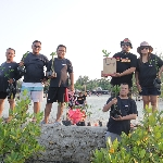 Aksi CSR Komunitas NXI-Zombie Tanam 1000 Pohon Mangrove di Pulau Pari