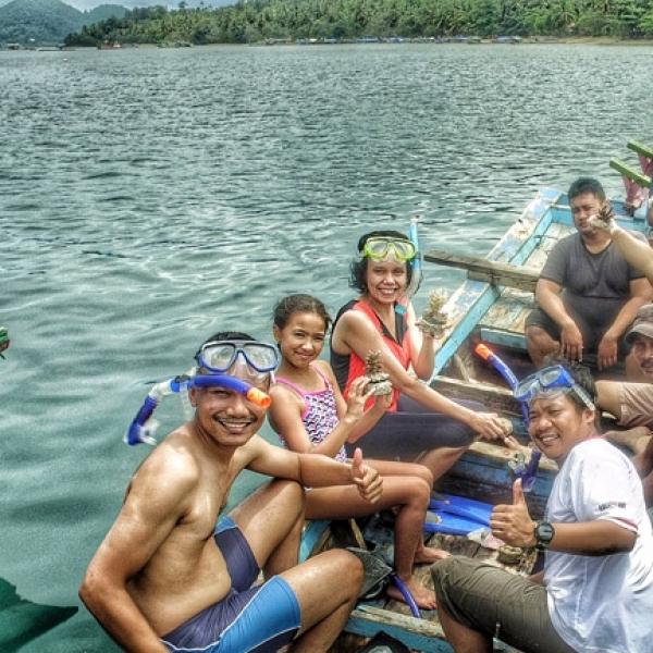 Para Member OSC Peduli Terhadap Kelestarian Bawah Laut Lewat Penanaman Terumbu Karang