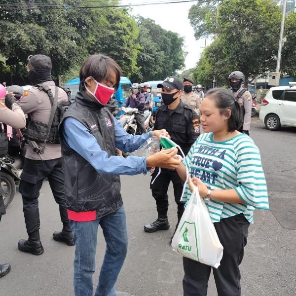 Lawan Corona dengan Bagi-bagi 1000 Masker dan 1000 Multivitamin Seri 3 Berlangsung  Di Jantung Kota