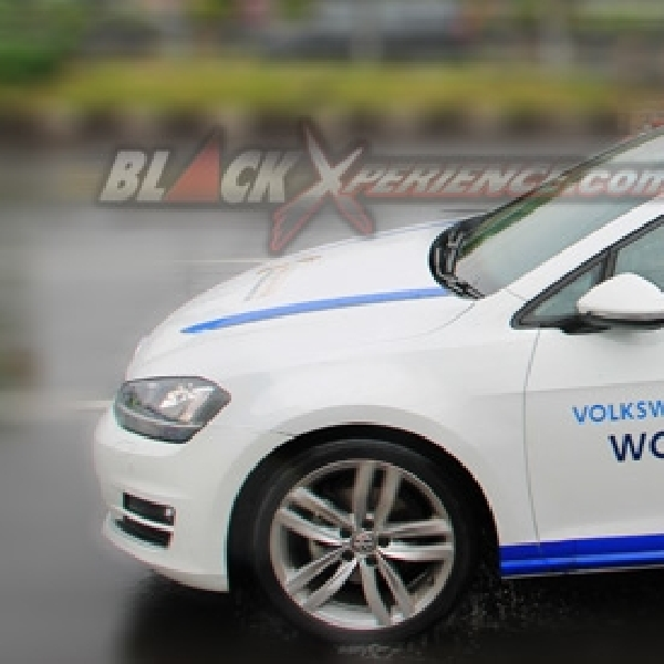 Menjajal New VW Golf MK 7 Peraih World Car of The Year 2013
